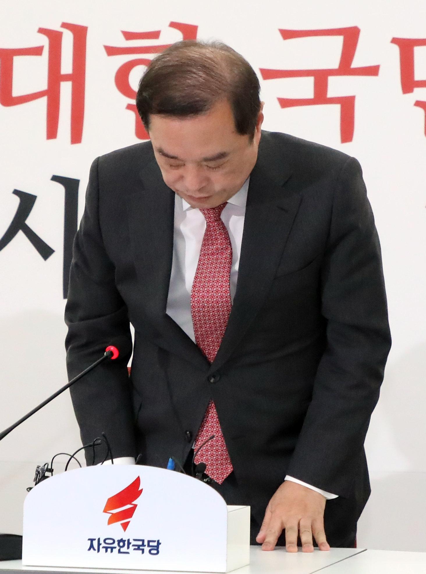 자유한국당 지지율이 다시 20% 중반대로