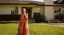 Ο Λάνθιμος σε ρόλο φωτογράφου κάνει την έκπληξη με πρωταγωνίστρια την Έμμα