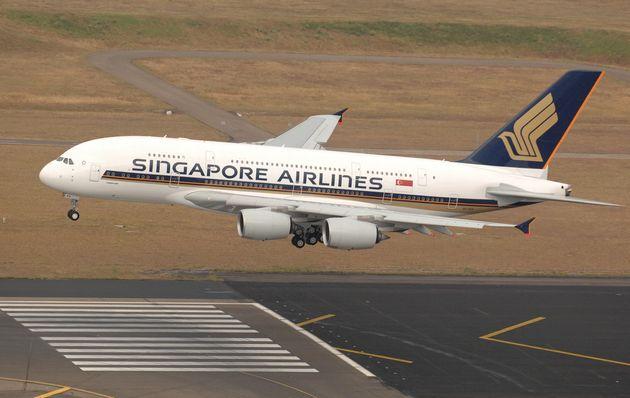 A380의 런치커스터머는 싱가포르항공이었다. 사진은 첫 비행에 나선 싱가포르항공의 A380이 시드니 킹스포드스미스공항에 착륙하는 모습. 2007년