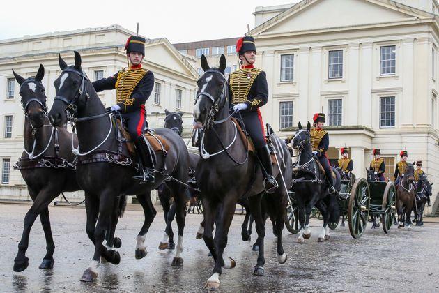Keine königlichen Truppen für die EU? Britische Diplomaten warnen, dass ein No-Deal-Brexit...