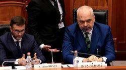 Αλβανία: Εριξαν μελάνι στα μούτρα του Έντι Ράμα στη