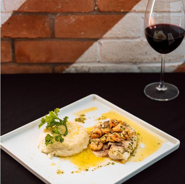 Tilápia, camarão e arroz cremoso de limão siciliano do Contê, que une espontaneidade...