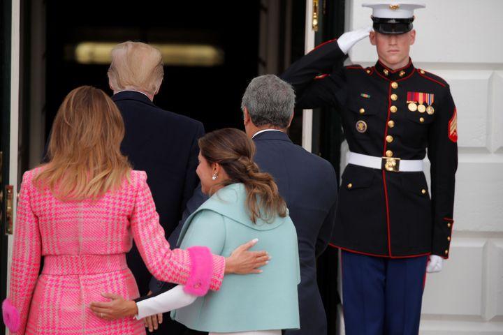 Melania Trump walking alongsideMaria Juliana Ruiz Sandoval.