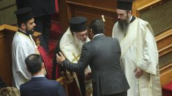 Πέρασε τελικά η θρησκευτική ουδετερότητα - Καταψηφίστηκε το άρθρο για την προεδρική