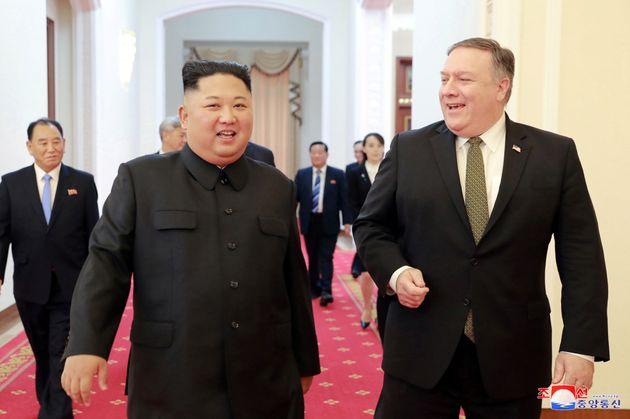 2018년 10월 7일 조선중앙통신이 보도한 김정은과 마이크 폼페이오의 평양 회담 당시의