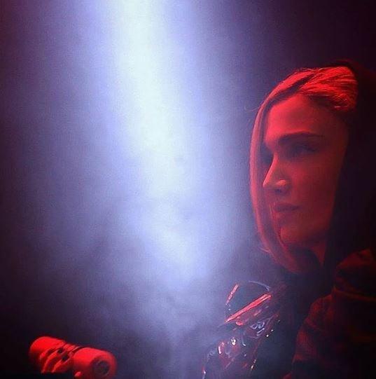 Οι αρχές στο Ιράν απαγόρευσαν συγκρότημα επειδή η Ιρανή κιθαρίστρια τραγούδησε σόλο για 12