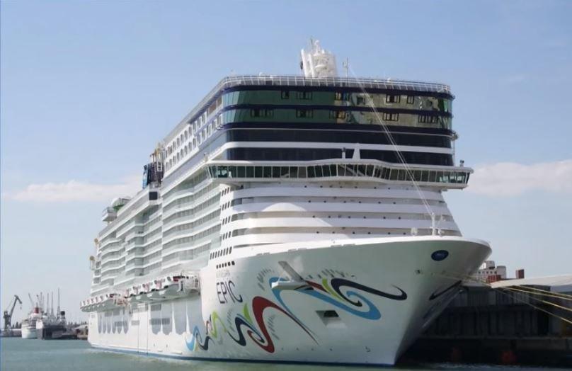 Ατζαμής καπετάνιος: Κρουαζιερόπλοιο από τη Νορβηγία τσακίζει αποβάθρα στο Πουέρτο