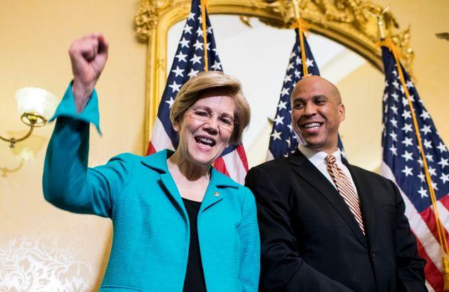 나란히 2020년 대선 출마를 선언한 엘리자베스 워렌 상원의원(메사추세츠)과 코리 부커 상원의원(뉴저지)은 민주당 내에 공존하는 두 진영을