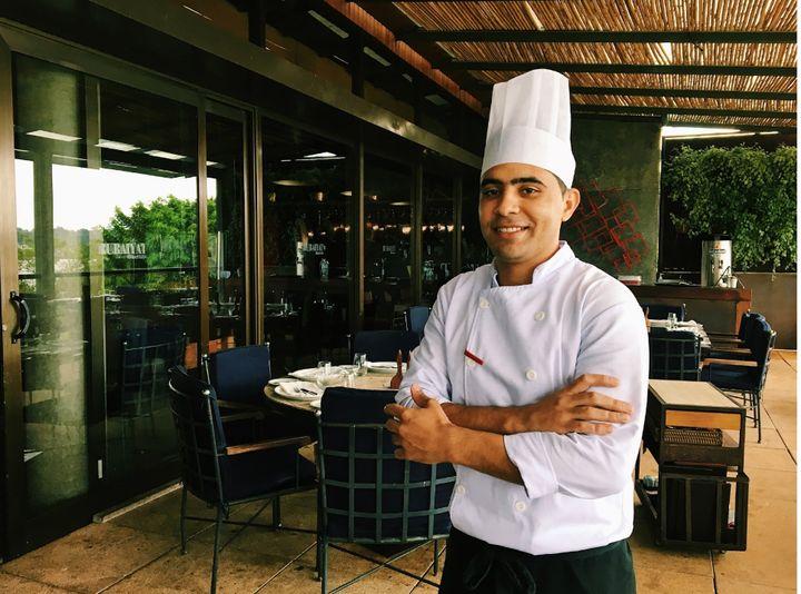 John Nascimento tem história de vida que se cruza com a do fundador da rede Rubaiyat.