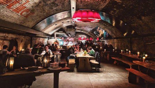 Τέσσερις βόλτες στο Λονδίνο με την βραβευμένη αρχιτέκτονα Στέλλα