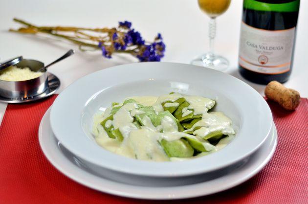 Ravioli de rúcula recheado com abóbora ao molho gorgonzola do Bella e