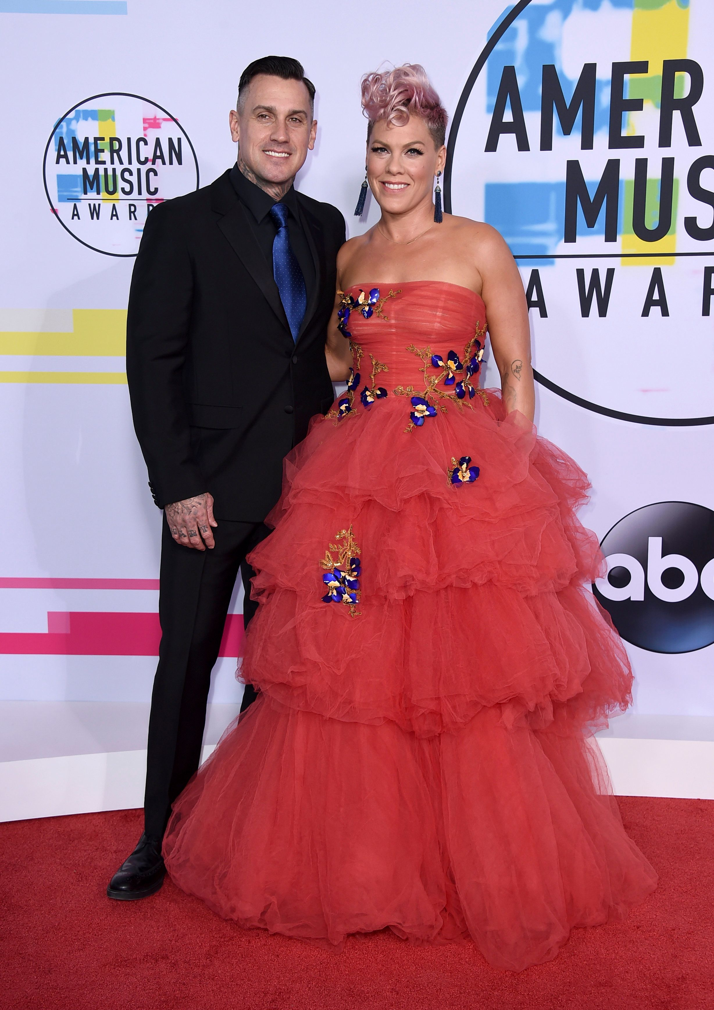 Carey Hart, left, and Pink arrive at the American Music Awards at the Microsoft Theater on Sunday, Nov. 19, 2017, in Los Angeles. (Photo by Jordan Strauss/Invision/AP)