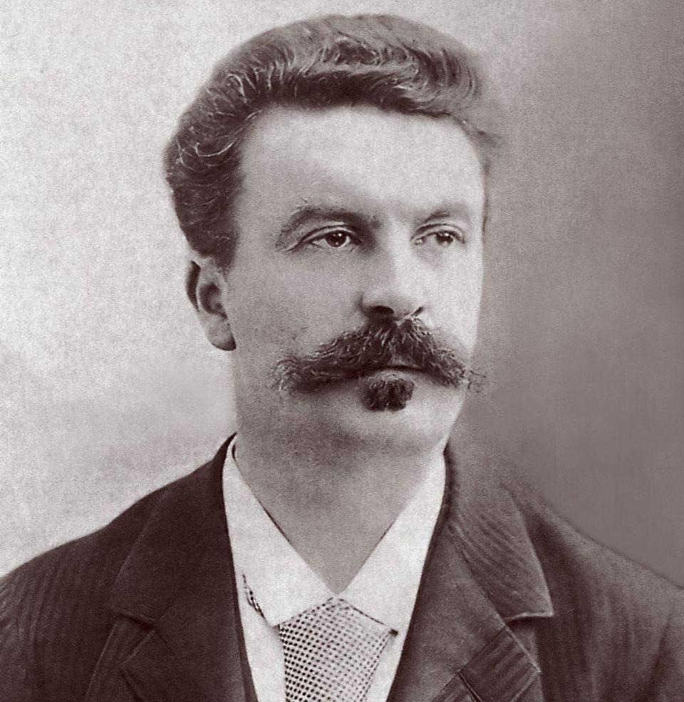 L'écrivain français Guy de Maupassant, photographié par Félix Nadar en 1888....