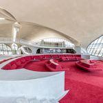 Ένας εγκαταλελειμμένος τερματικός σταθμός αεροδρομίου μεταμορφώθηκε σε ένα απίστευτο