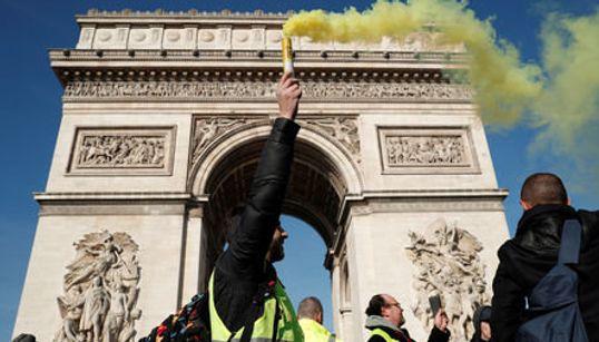 Ξανά στους δρόμους τα Κίτρινα Γιλέκα τρεις μήνες μετά την έναρξη της δράσης