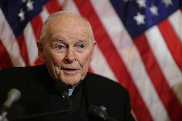 É a 1ª vez na história da Igreja Católica que um cardeal é expulso da...