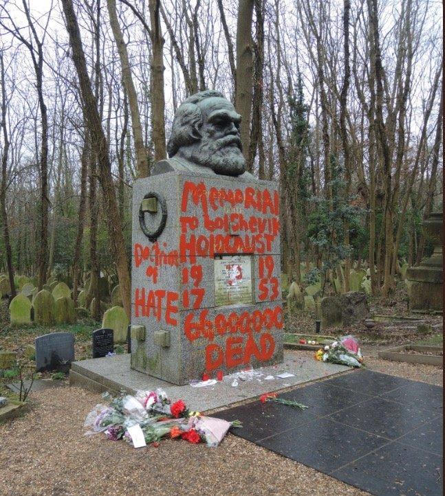 マルクスのお墓が荒らされる