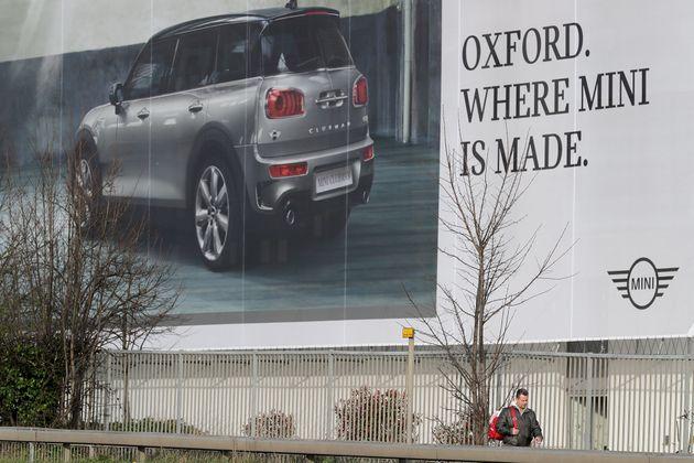 포르쉐가 영국 고객들에게 : '차 값 10% 더 내야 할지도
