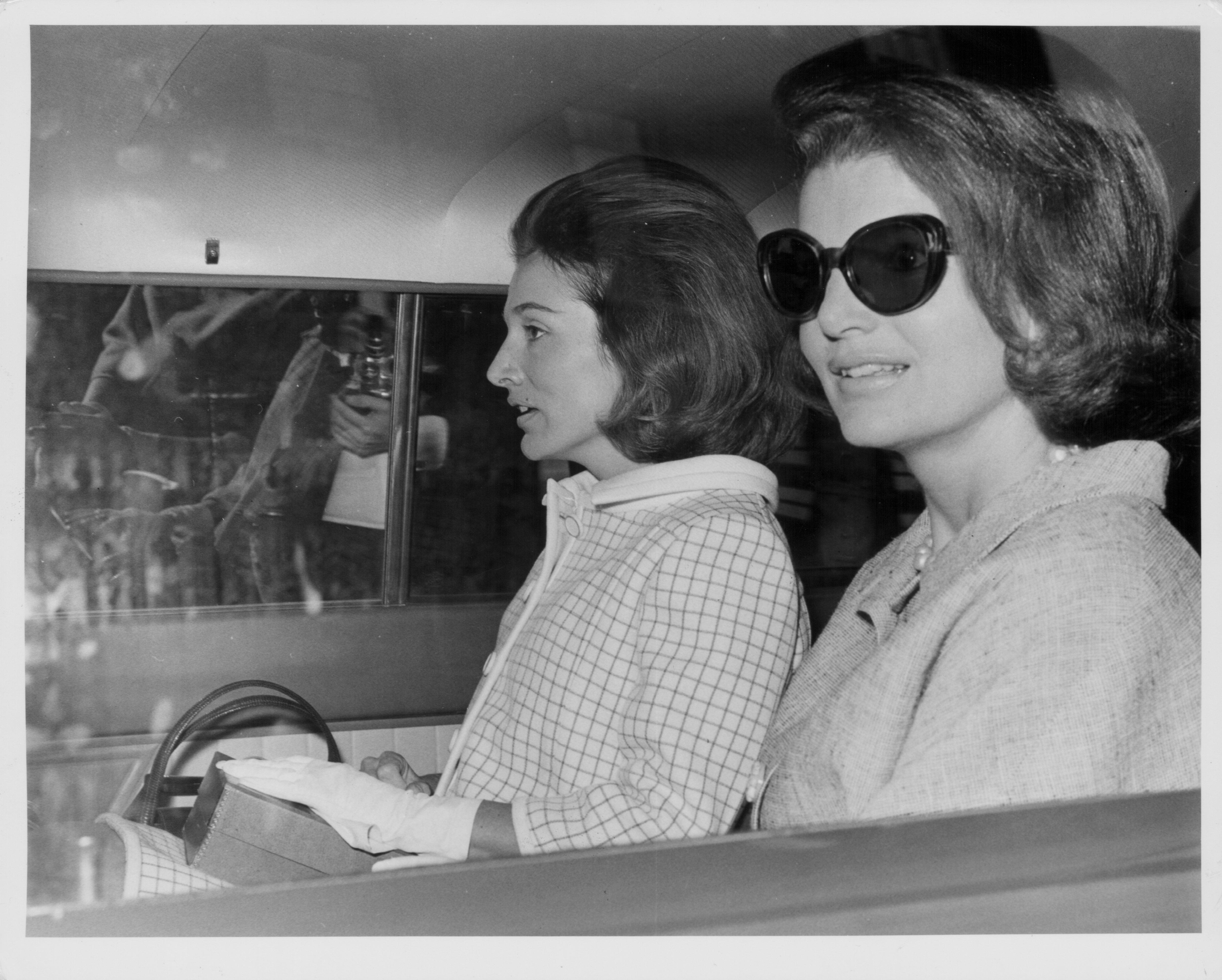Λι Ράτζιβιλ: Η αδελφή της Τζάκι Κένεντι και η μυθιστορηματική ζωή μιας