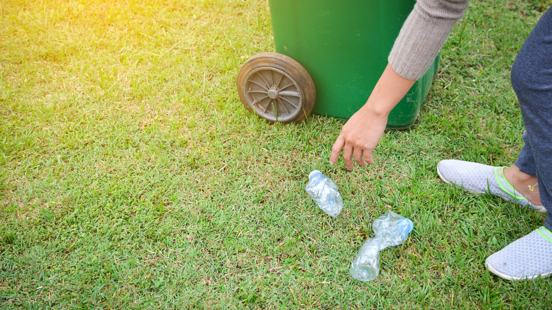 Litter Pickers Are Tweeting Total Rubbish And Asking Brands