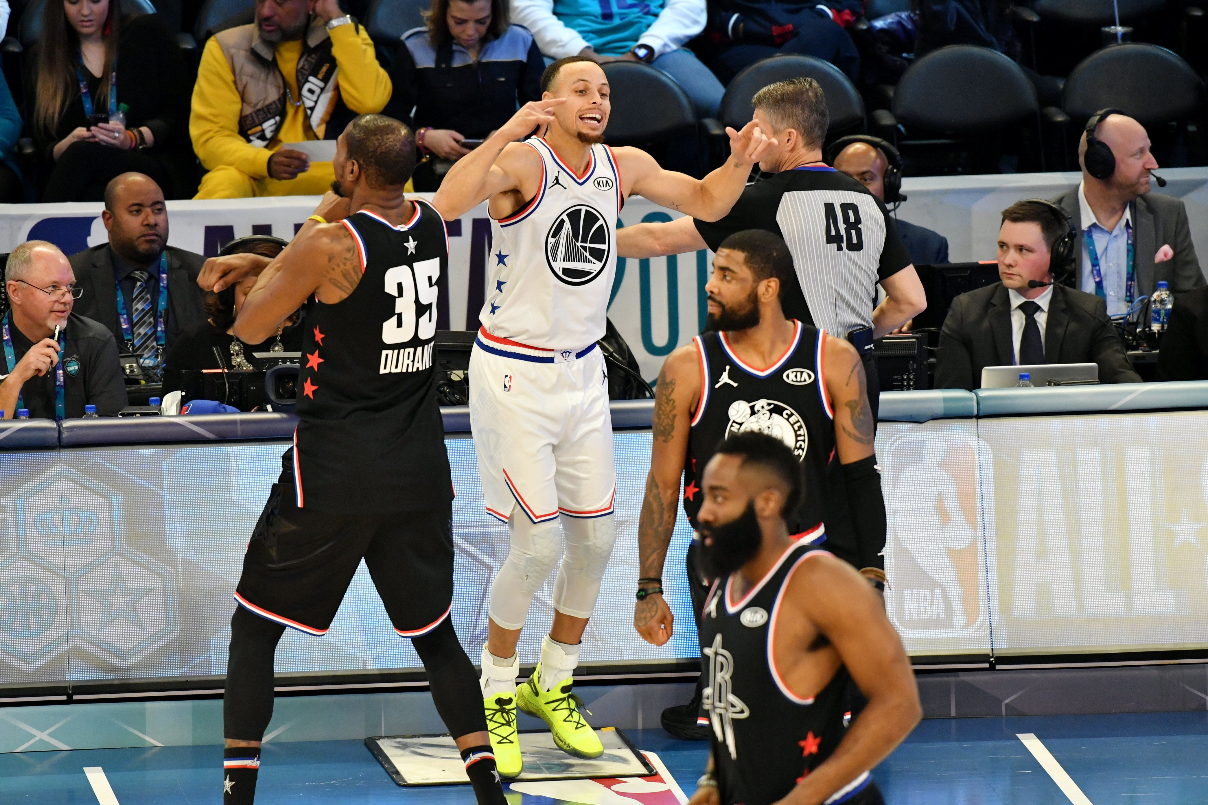 CHARLOTTE, NC - FEBRUARY 17: Stephen Curry #30 of Team Giannis enters the game against Team LeBron during the 2019 NBA All Star Game on February 17, 2019 at Spectrum Center in Charlotte, North Carolina. NOTE TO USER: User expressly acknowledges and agrees that, by downloading and or using this photograph, User is consenting to the terms and conditions of the Getty Images License Agreement.  Mandatory Copyright Notice:  Copyright 2019 NBAE (Photo by Jesse D. Garrabrant/NBAE via Getty Images)