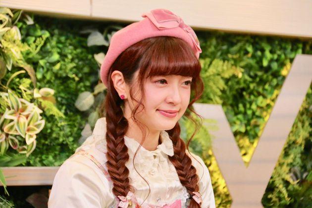 「ハフトーク」に出演したロリータモデルの青木美沙子さん