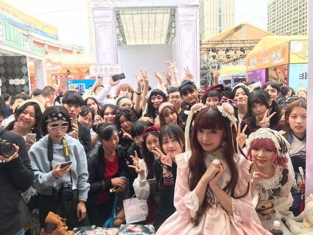中国廈門でイベントに参加する青木美沙子さん