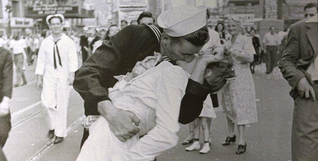 George Mendonsa, marin au baiser devenu célèbre, est