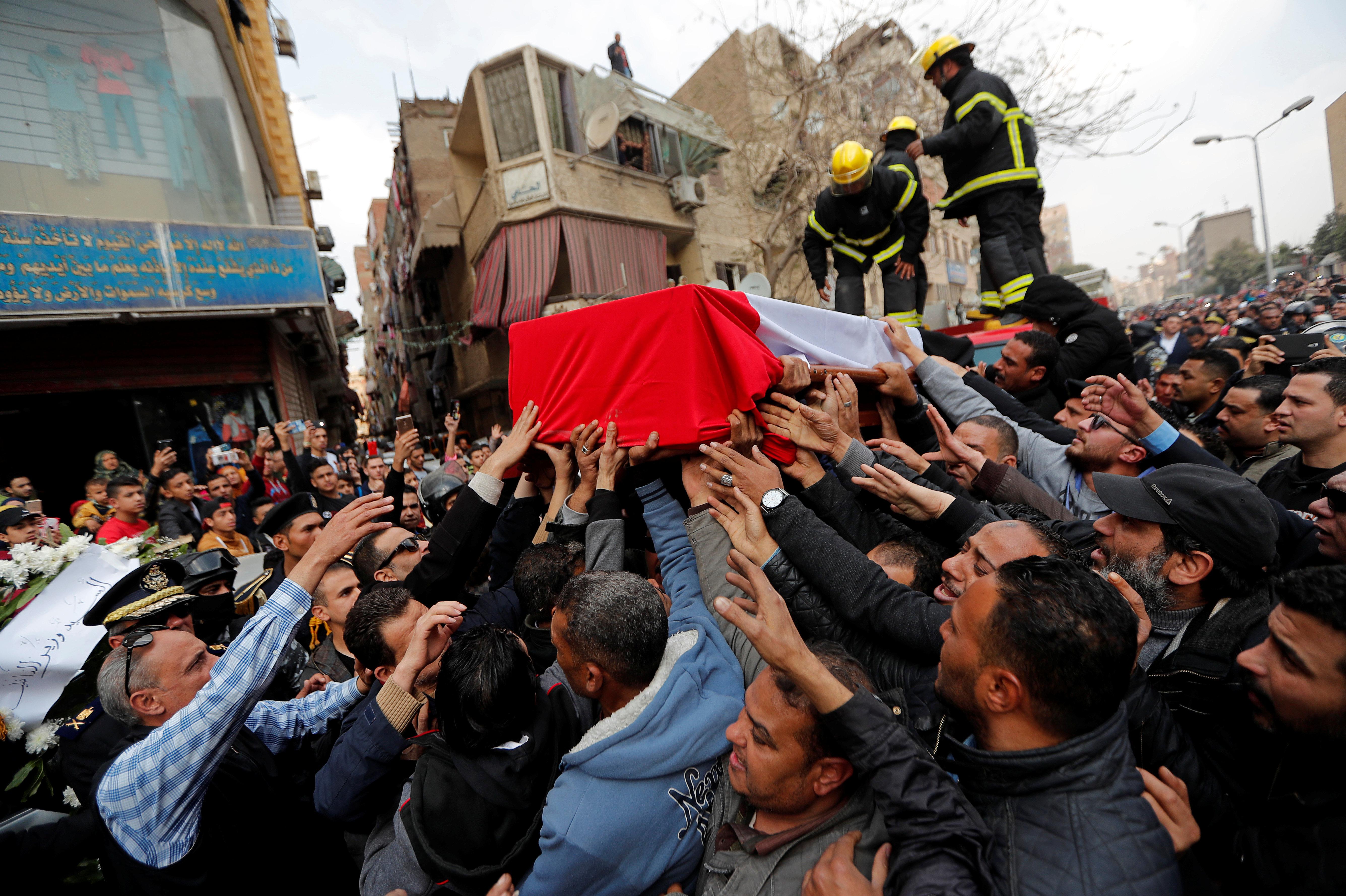 Trois agents de police et un terroriste tués dans un attentat en