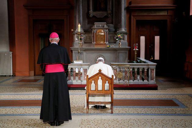 Οι μυστικοί κανόνες του Βατικανού για τους καθολικούς ιερείς που αποκτούν παιδιά
