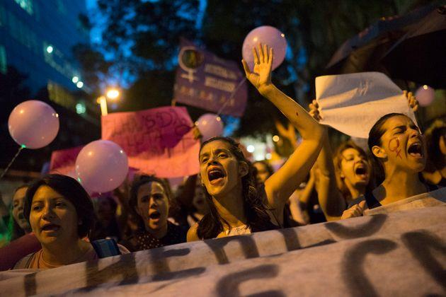 Em 2016, as 560 brasileiras mortas por armas em casa representavam 40,2% das mortes em