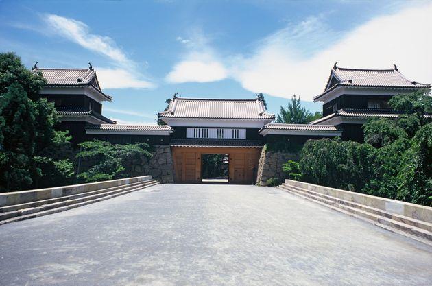現在の上田城。左からの南櫓、東虎口櫓門(復元)、北櫓