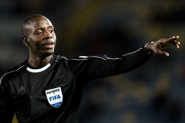 L'arbitre Maguette Ndiaye avait déjà eu l'occasion d'arbitrer au Maroc un match amical...
