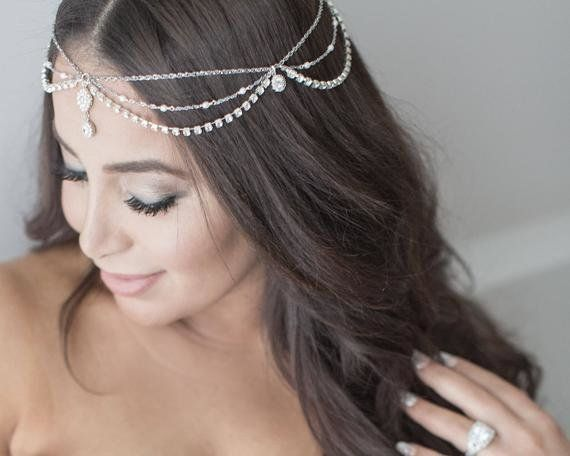 15 Gorgeous Veil Alternatives For Brides With Short Hair Huffpost Life