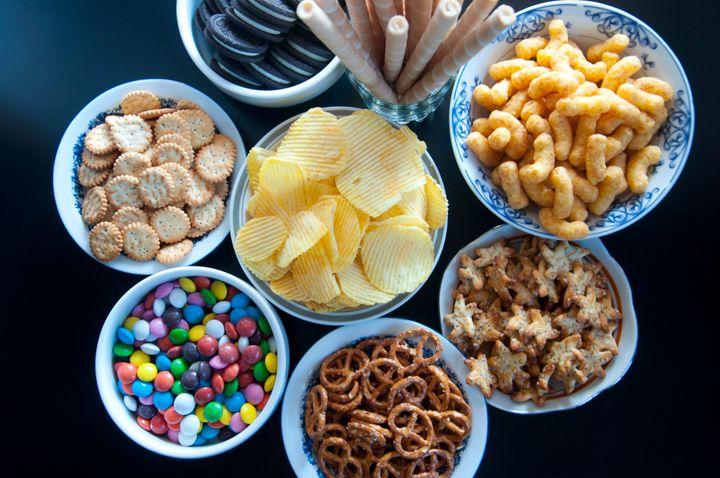 Alimentos processados são ricos em sal, gordura e açúcar e contribuem para o aumento de peso.