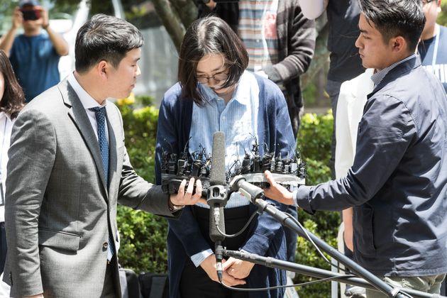 이혼소송 중인 조현아의 남편이 조현아를 상습 폭행 혐의로