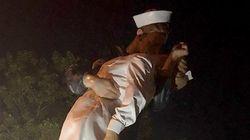'수병과 간호사' 동상에 빨간색 페인트로 '#Metoo'가