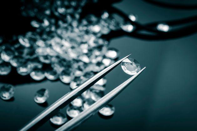 Σε απάτη με πωλήσεις διαμαντιών εμπλέκονται οι μεγαλύτερες ιταλικές