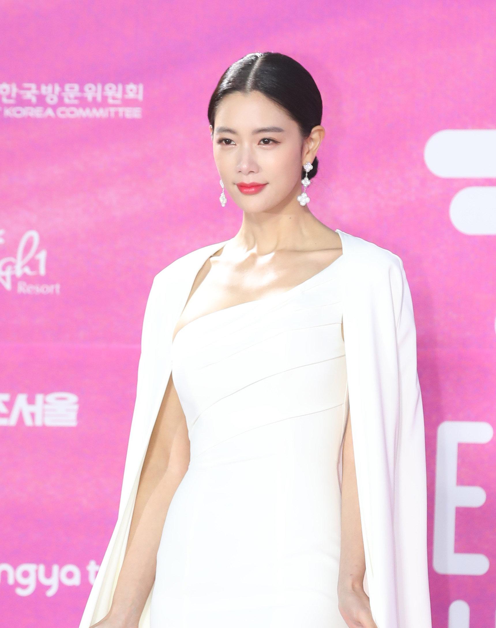 배우 클라라의 남편은 한국계 미국인 사업가 사무엘황이었다
