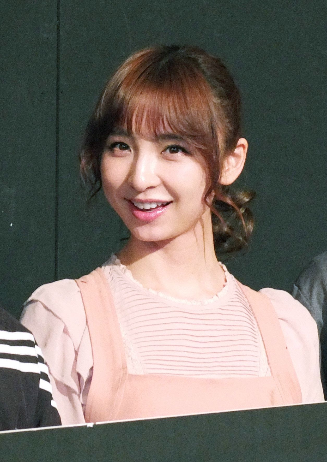篠田麻里子が結婚、初デートでプロポーズされる。共通点は「玄米を食べて育った」(報告全文)