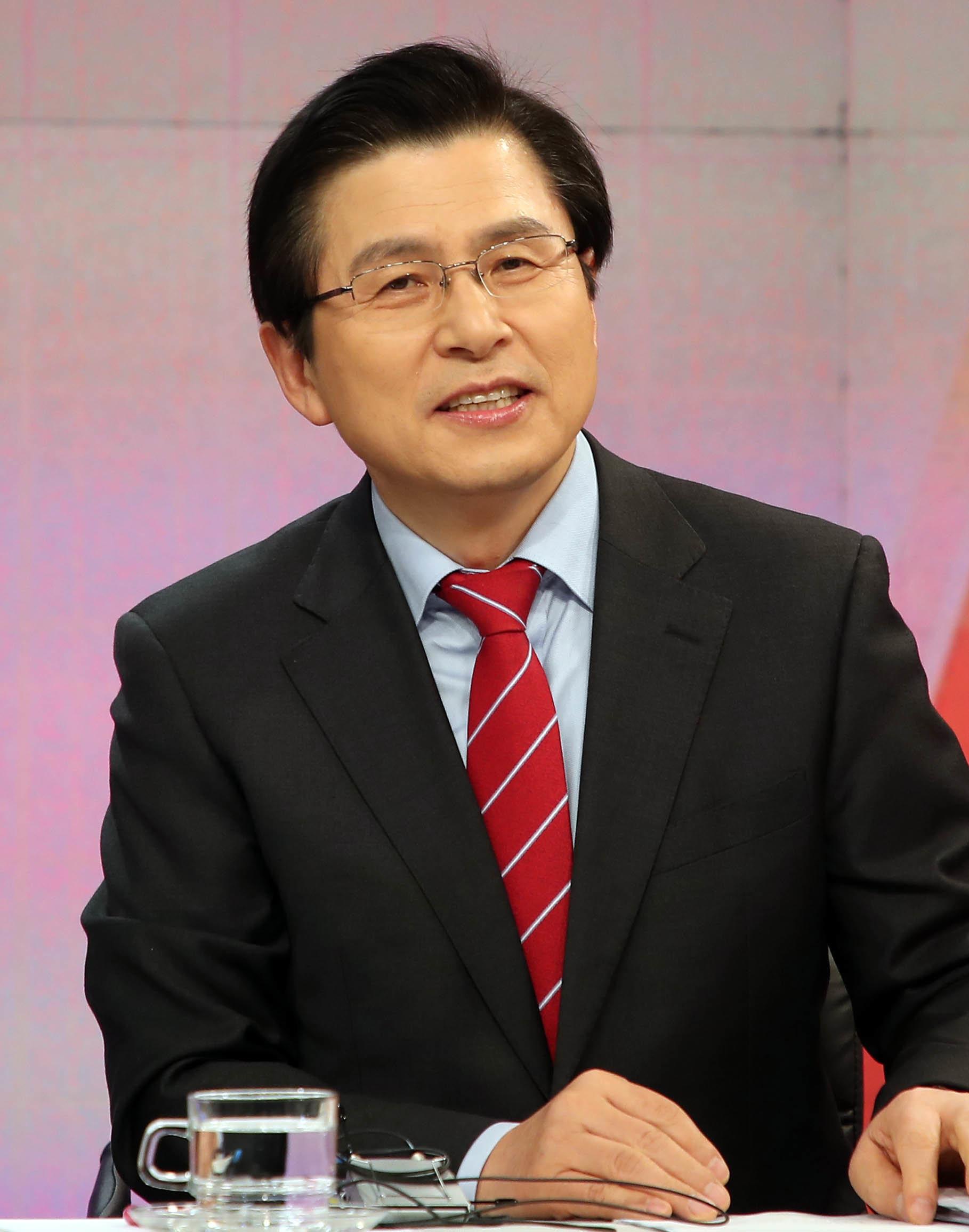 '박근혜 탄핵'에 대한 황교안의 오락가락 답변은 오늘도 이어졌다