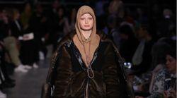 Burberry: Το μοντέλο με το φούτερ-θηλιά στην πασαρέλα και η συγγνώμη του
