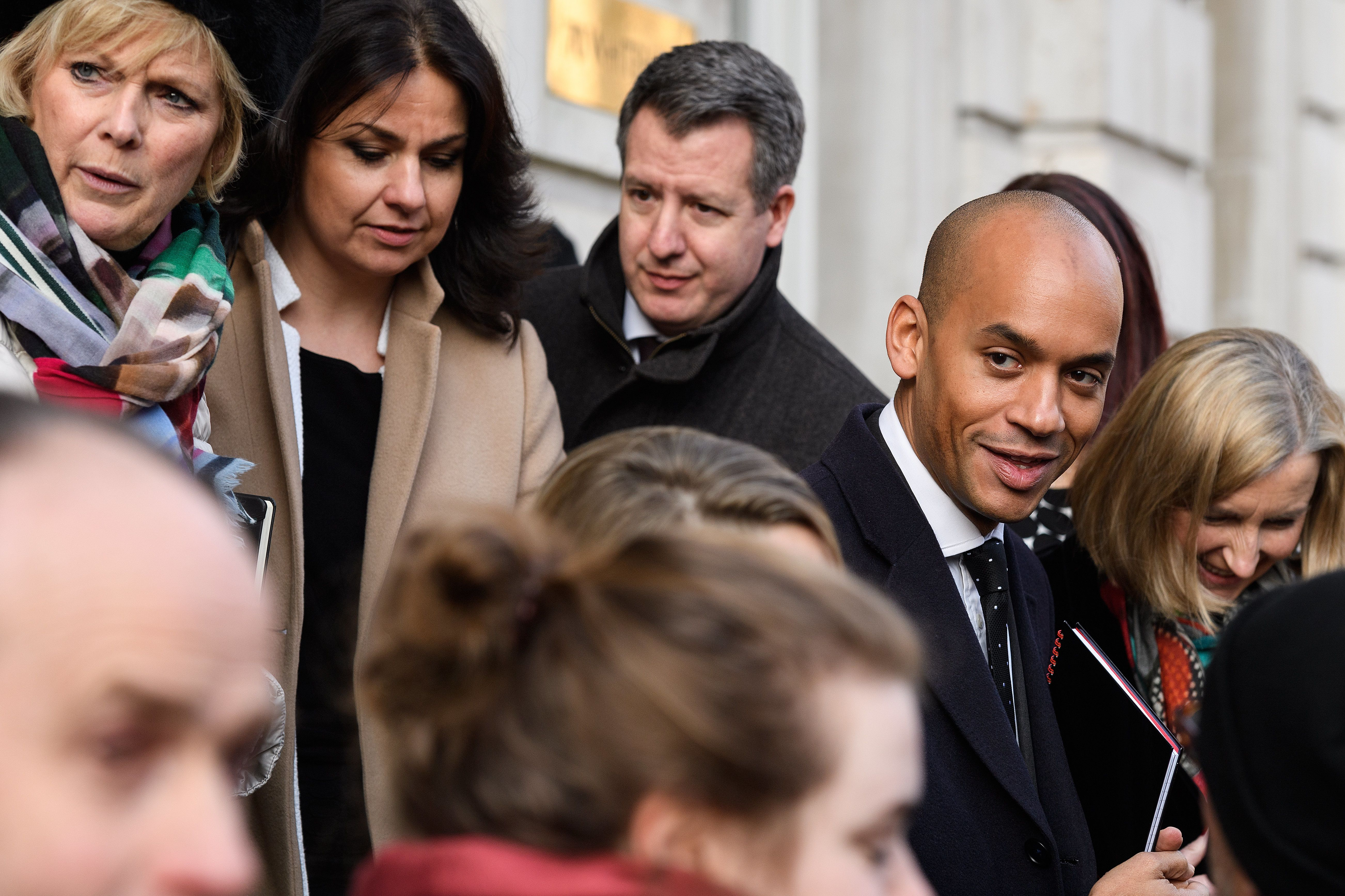 3 Abgeordnete brechen mit Mays Partei und schließen sich Labour-Rebellen