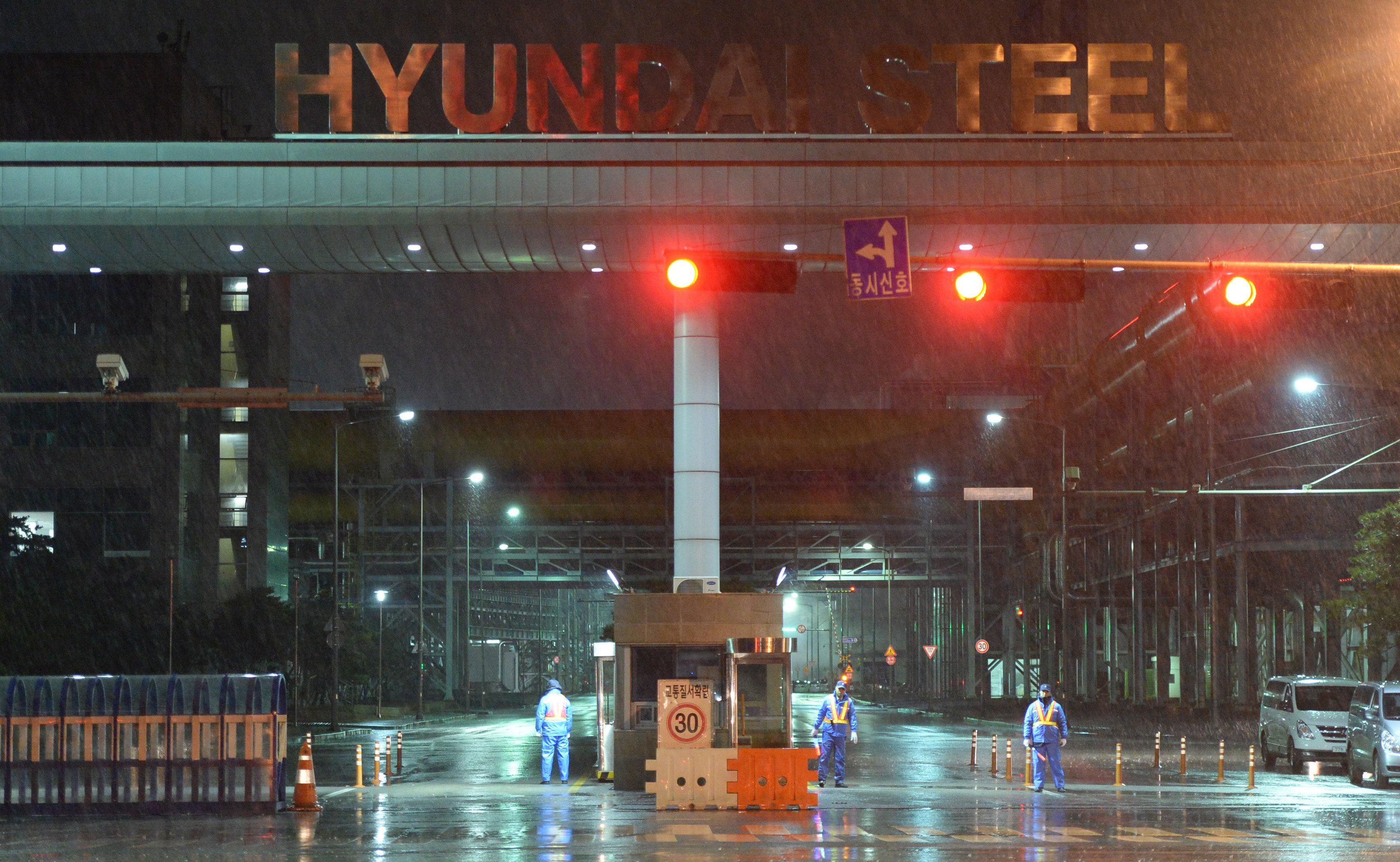 외주업체 노동자가 현대제철 당진공장 컨베이어벨트에 끼어 숨졌다