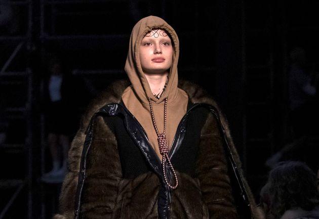 Vêtement Nœud PolémiqueAl Burberry S'excuse À Coulant Pour Ce qMSVUzLGjp