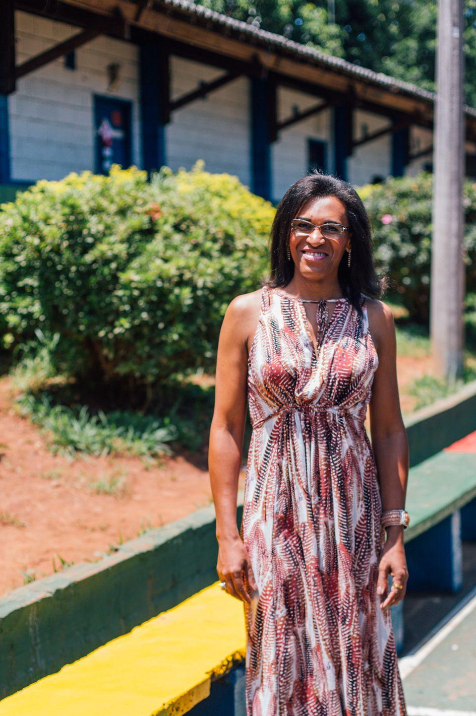 Ela busca ser uma diretora não autoritária, aberta ao diálogo e com uma gestão...