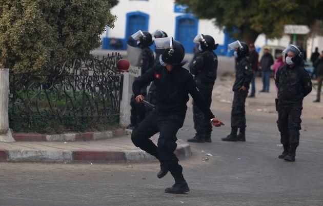 Le projet de loi sur l'état d'urgence menace les droits humains selon Human Rights