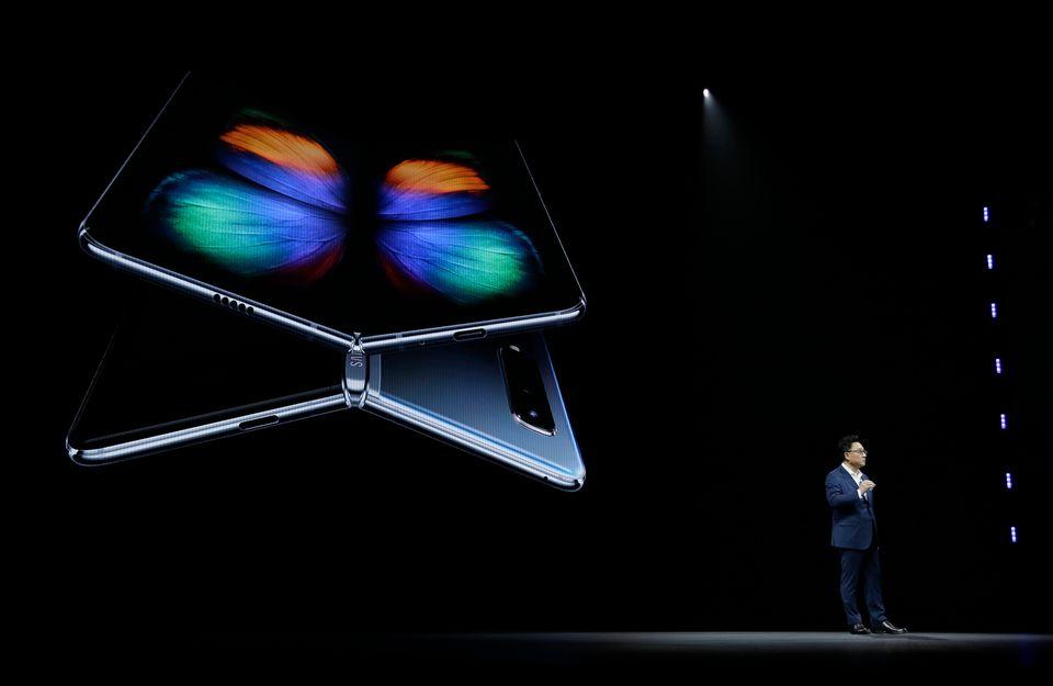 삼성은 '갤럭시 폴드'로 스마트폰의 미래를 바꾸겠다고