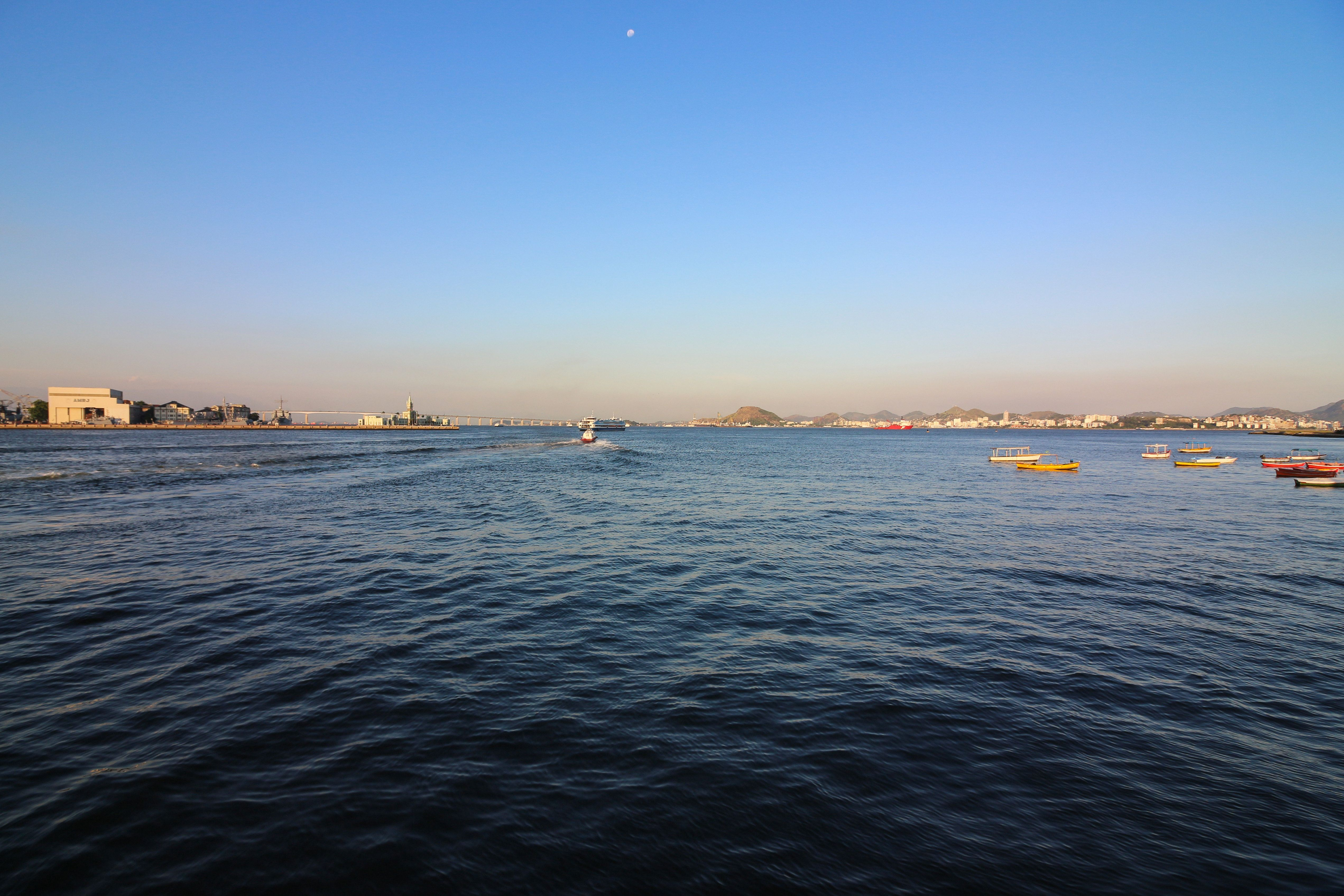Rio de Janeiro, Brazil, January 17, 2019: Rio de Janeiro lives days of intense heat with temperatures surpassing 35 degrees Celsius. In this image: Guanabara Bay seen from Downtown Rio at dusk. (Photo by Luiz Souza/NurPhoto via Getty Images)