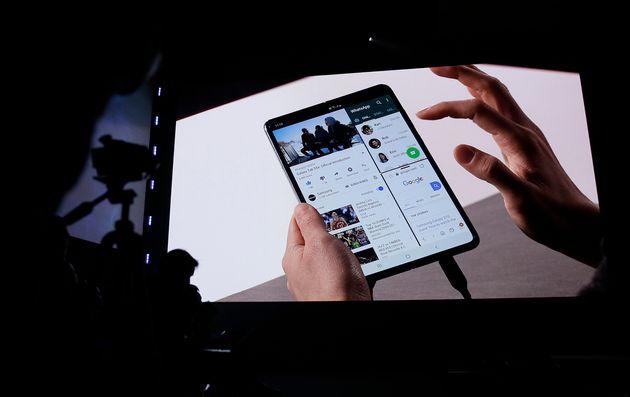 Η Samsung παρουσίασε το νέο S10 και το Galaxy Fold με αναδιπλούμενη